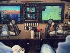 Photo du glass cockpit de l'un de nos deux Piper Warrior PA28